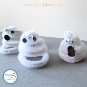 Halloween Pipe Cleaner Ghosts