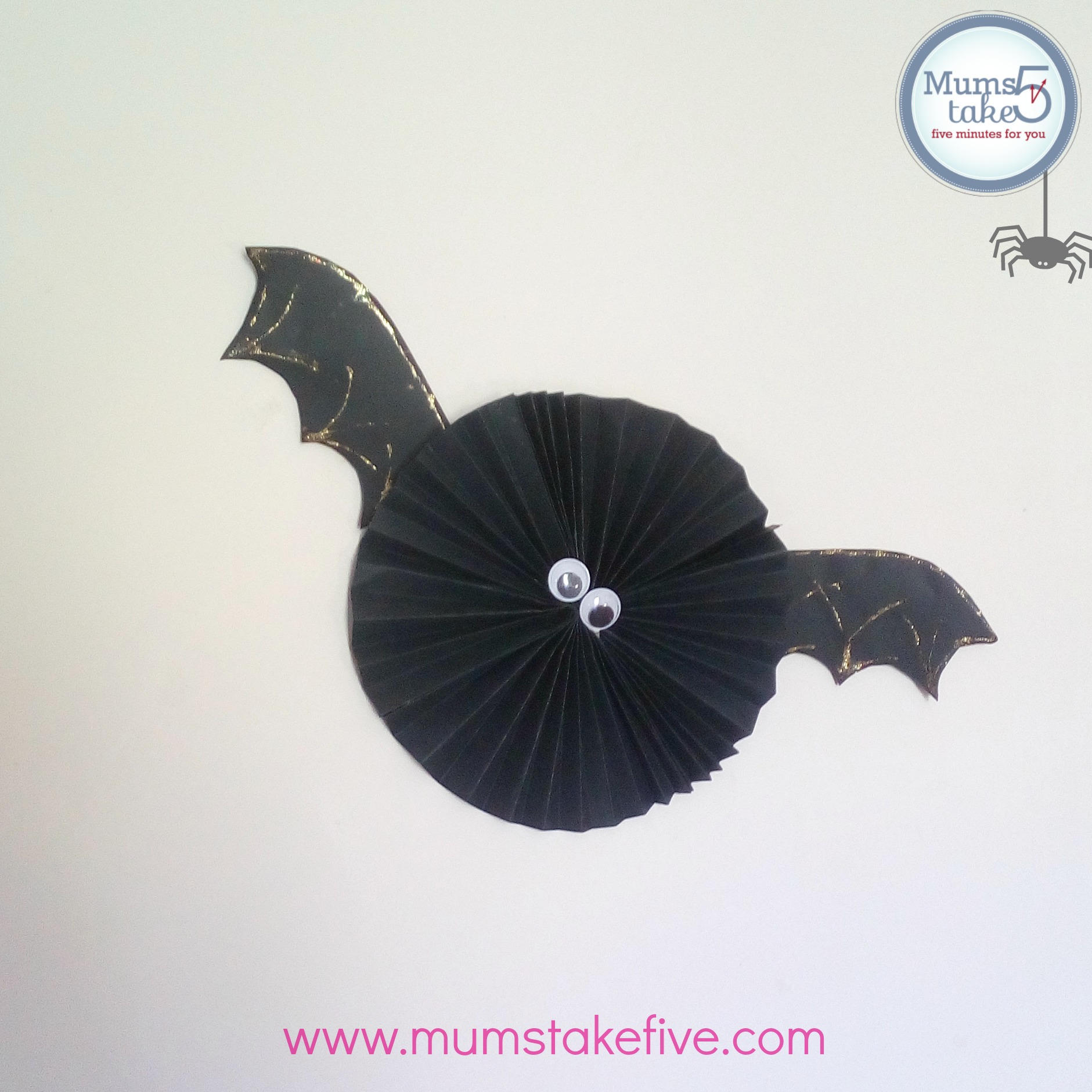 http://www.mumstakefive.com/index.php/craft-learn-play/halloween/658-halloween-paper-bats-craft